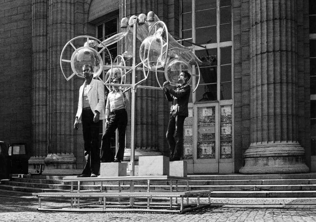 Haus-Rucker-Co, Grüne Lunge (Green Lung), outdoor installation at Kunsthalle Hamburg, 1973