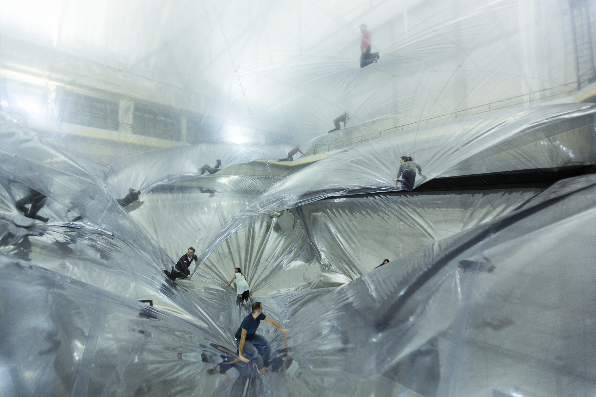 Tomás Saraceno. On Space Time Foam